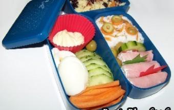 Bento 8 : dips de légumes et roulés jambon kiri