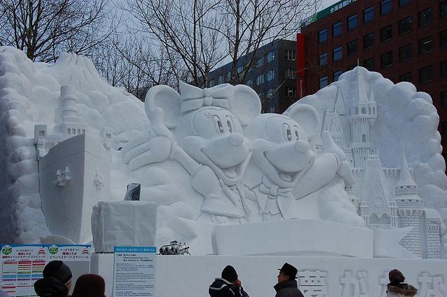 sculpture neige mickey minnie