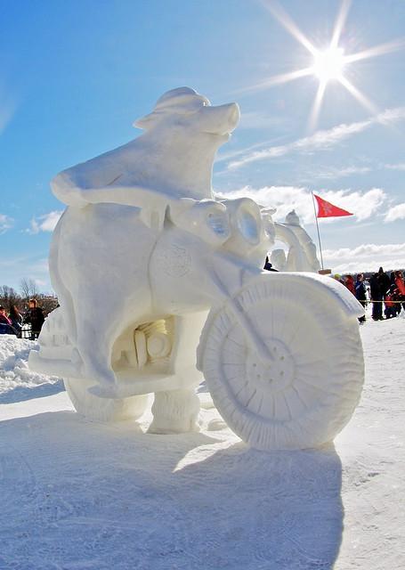 sculpture neige moto