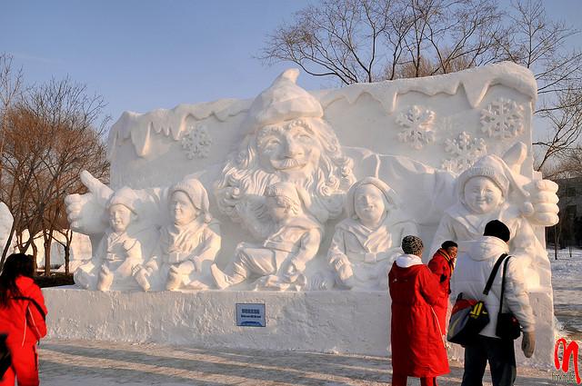 sculpture neige père noël