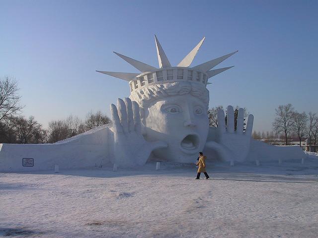 sculpture neige statue de la liberté