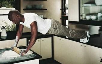 Un homme en cuisine…