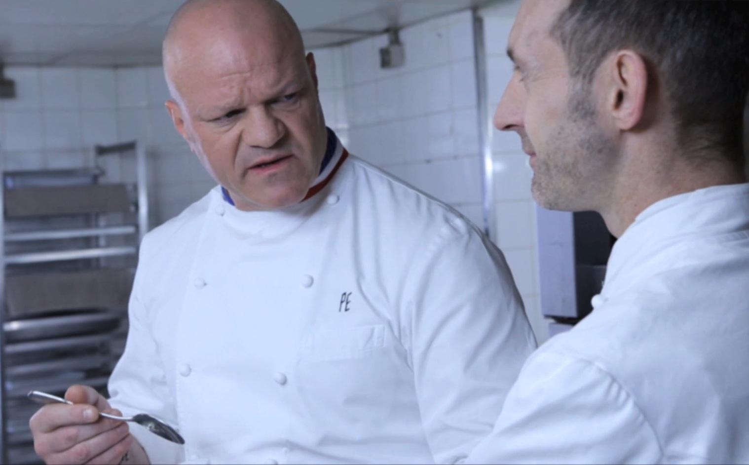 Norbert et le chef etchebest p tent un plomb en cuisine for Livre cuisine norbert
